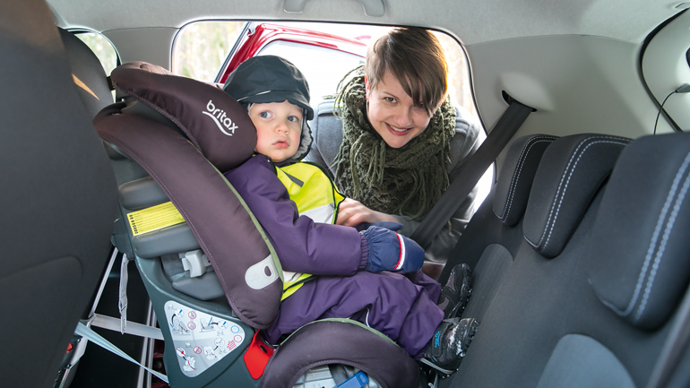 Miten sähköauto taipuu lapsiperheen arkeen?