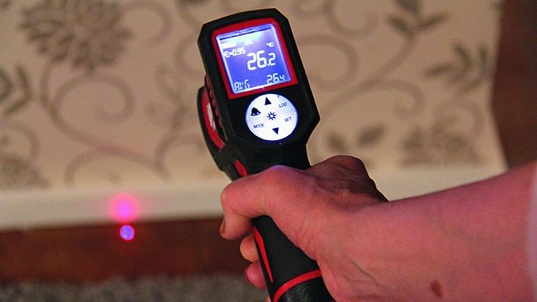 infrapunalämpömittari paljastaa lämpövuodot